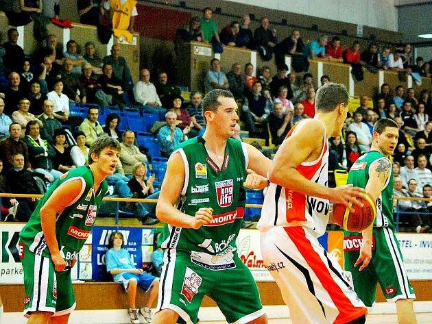 První domácí utkání Středoevropské basketbalové ligy (CEBL) odehráli basketbalisté Mlékárny Miltra Nový Jičín proti rakouskému celku Kapfenberg Bulls.