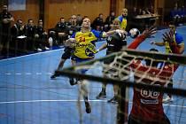 Na vítězné otočce proti Lovosicím se podílel třemi brankami také Jan Hanus. V domácím poháru Kopřivnice skončila.