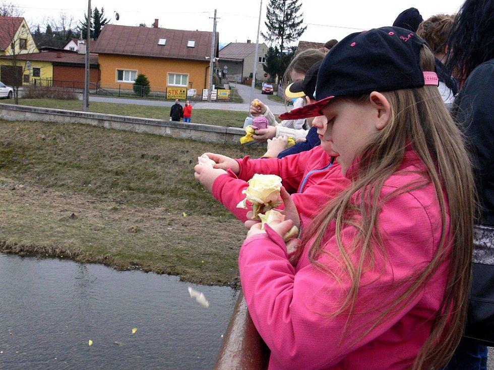 Jaro se vítalo i v Příboře. Morana skončila v řece Lubině.