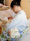 Polštáře v novojičínské nemocnici mají usnadnit maminkám kojení. Ilustrační foto.