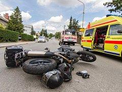 K vážnější dopravní nehodě vyjížděli bílovečtí hasiči. Na Dukelské ulici v Bílovci se srazil motocykl s osobním automobilem.