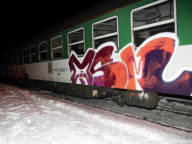 V těchto dnech se policistům podařilo objasnit šest případů, při kterých byly poškozeny vlakové soupravy.