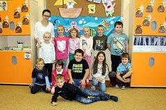 Žáci 1.B třídy Základní a Mateřské školy Petřvald s paní třídní učitelkou Radmilou Růžovou.