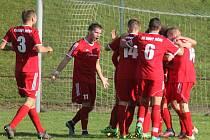 NOVOJIČÍNSKÝ forvard Ondřej Pyclík (s číslem 11) se na hřišti nováčka z Ústí prosadil podesáté v sezoně.