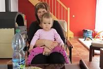Michaela Bartlová s nemocnou Nikolkou.