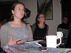 Kateřina Urbanová (vlevo) a Andrea Krůpová popsaly návštěvníkům knihovny  svou cestu do Santiaga de 1ce5bfd8e3