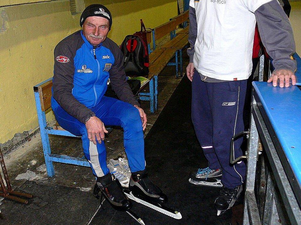 O překonání 250 kilometrů ve dvanáctihodinovce na bruslích se pokoušel Karel Ligocki.