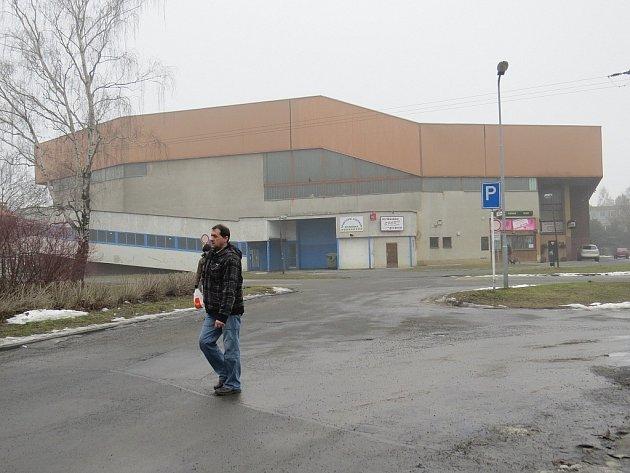 """Zimní stadion několikamilionovou zpronevěru """"přežil"""". Město dodavatelům energií zaplatilo část dluhů, a nemuselo tak přistoupit k jeho uzavření."""