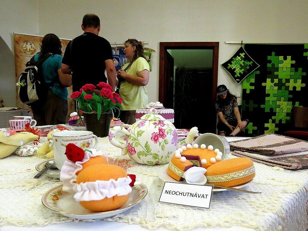 Třináctý ročník výstavy patchworku pořádá do neděle 19. června ve Fulneku 1. moravský patchworkový spolek.