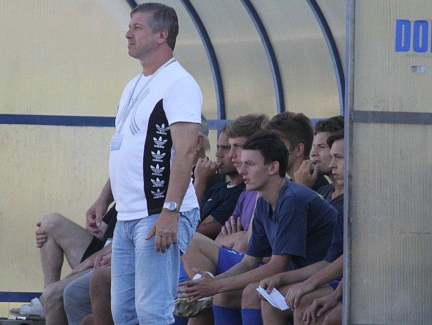 NEPOVEDENÝ vstup do sezony stál místo trenéra Ladislava Trávníka, který tým opouštěl po pátém kole, kdy měl tým na svém kontě tři body za výhru vPetrovicích.