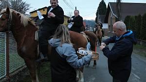 Tradiční jízda kolem osení v Lukavci.