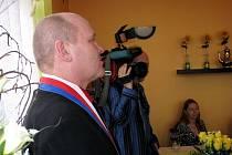 Roman Máca se po více než dvaceti letech starostování v Mošnově vzdal funkce. Jedním z důvodů prý byla arogance některých zastupitelů vůči němu i jeho spolukandidátům.