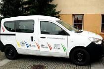 Nová loga frenštátských kulturních zařízení je možno vidět například no automobilu Městského kulturního střediska Frenštát pod Radhoštěm.
