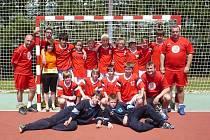 Podruhé po sobě zvítězili házenkáři ZŠ E. Zátopka v Kopřivnici ve finále celostátního turnaje Novinářský kalamář. Vítězné družstvo ve finále porazilo druhý celek ze severu Moravy, Karvinou.