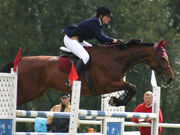 Na prakúrech v soutěži L** skončila druhá domácí Pavla Kročilová s Artabanem.