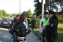 Zebra se za tebe nerozhlédne se jmenuje policejní akce, která začala v úterý 1. září dopledne a potrvá do konce týdne. Takto to vypadalo v Odrách u autobusového nádraží.