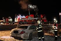 O štěstí může mluvit řidič mercedesu, který v noci na čtvrtek bez vážnějšího zranění vyvázl z hrůzostrašně vypadající nehody. Došlo k ní ve Fulneku na Novojičínsku.