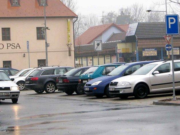 Nové parkoviště ve Frýdku již slouží motoristům.