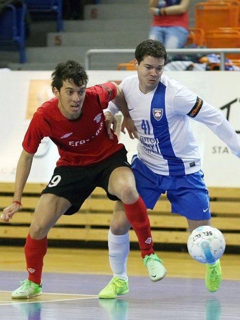 Od příští sezony bude bílovecký rodák Michal Seidler (vpravo) předvádět své umění v hlavním městě Slovenska. Se Slov-maticem Bratislava ochutná i Ligu mistrů.