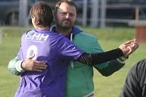 DVAAČTYŘICETILETÝ Martin Štverka se po konci hráčské kariéry vrhnul na trenérskou dráhu a s Jistebníkem se mu prozatím daří.