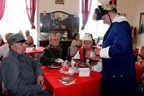 Letošní sezonu zahájili na zámku v Bílovci křtem nové knihy katelána Eduarda Valeše a vernisáží obrazů Rosany De Montfort.
