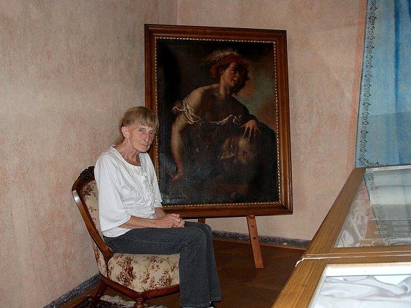 Eva Kreiselová sedí uobrazu, který má spojený se svým prastrýcem Remešem.