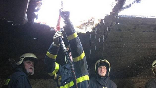 Požár rodinného domu v Hájově u Příbora si vyžádal škodu za 200 tisíc korun.