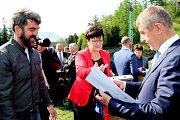 Jedním z těch, které přijme na radnici starostka Frenštátu pod Radhoštěm Zdeňka Leščišinová (vlevo), bude i bývalý skvělý skokan Jaroslav Sakala.