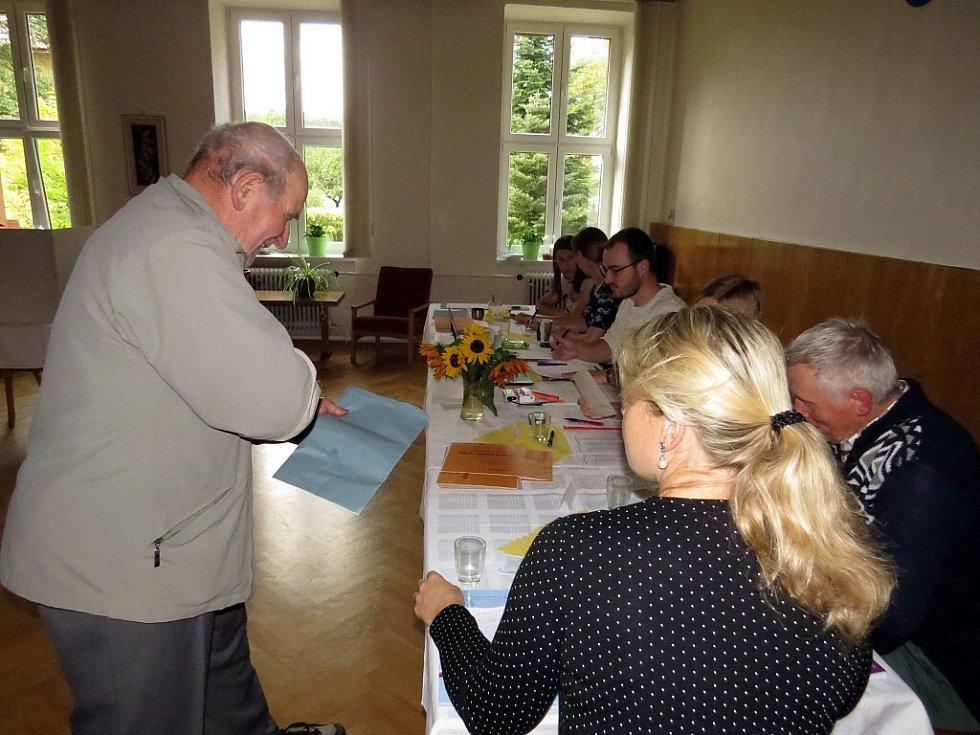 Ani v  Luboměři nebyla volební účast nijak mimořádná.