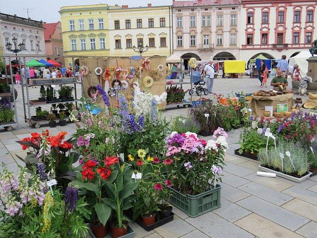Prázdninový jarmark na Masarykově náměstí vNovém Jičíně.