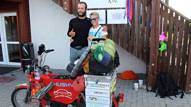 Filip Tomášek se v pátek 9. srpna vrátil domů po cestě na babettě do Gruzie