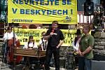 Odpůrci uvažované těžby černého uhlí na Frenštátsku si v sobotu 31. května na Pustevnách připomněli 1. výročí aktu uzamčení země valašské proti těžařům.