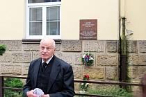 K účastníkům vzpomínkového aktu promluvil také Drahomír Strnadel, předseda Matice Radhošťské, a bývalý starosta Trojanovic.