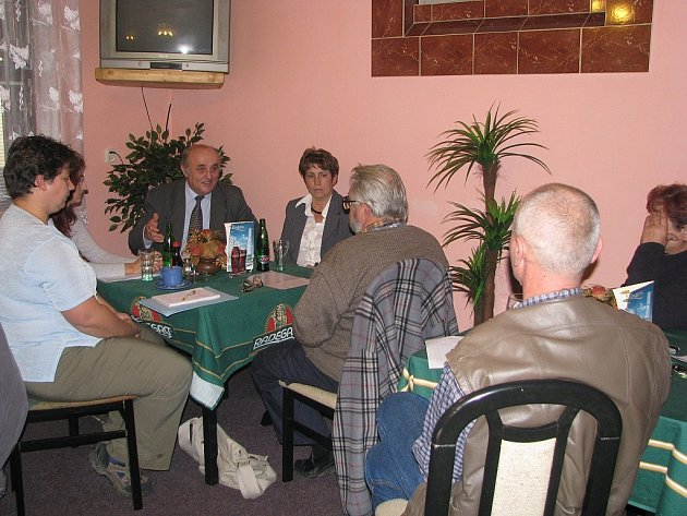 Výjezdního zasedání se zúčastnilo pět obyvatelů Pohořílek.