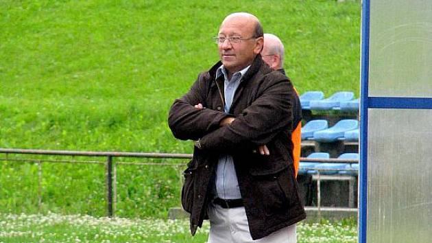 Trenér fotbalistů Nového Jičína Jan Koval skončil v pozici kormidelníka týmu. Již v nedělním utkání zaujal jeho místo staronový kouč Alois Holub.