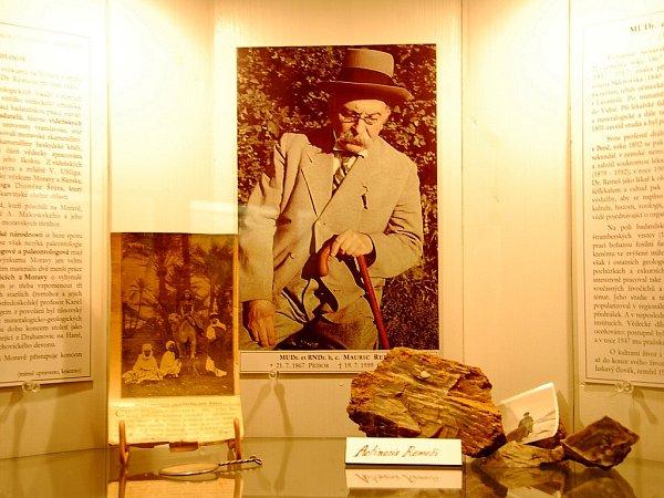 Praneteř slavného paleontologa Maurice Remeše Eva Kreiselová zavítala na kunínský zámek, kde po dlouhé době viděla obraz, který byl vpracovně uznávaného odborníka a má sním spojené děctví.