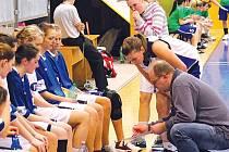 Trenéra Miroslava Slováka a jeho svěřenkyně nyní čekají čtyři utkání v play-out.