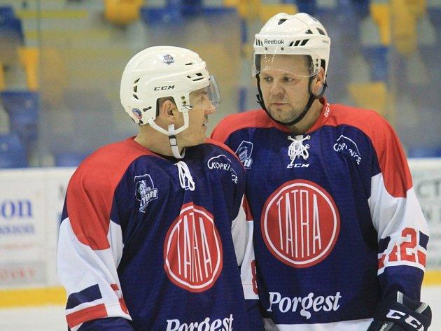 DUO NEJZKUŠENĚJŠÍCH! Letní posila kopřivnické Tatry David Stříž (vlevo) spolu s hrajícím asistentem Martinem Tomáškem, jenž hrával extraligu za Vítkovice a působil třeba i v ruském Novosibirsku.