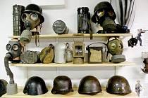 Vojenská expozice v suterénu suchdolského muzea dokáže upoutat odborníky, ale také laiky.