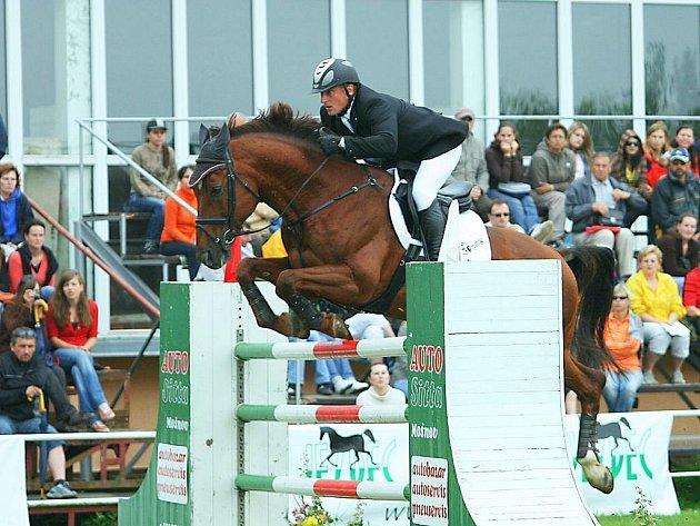 Zdeněk Žíla na koni Pinot Grigio ze Stáje Mustang Lučina je přihlášen i do hlavní soutěže.