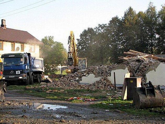Další dům v Jeseníku nad Odrou, poničený povodní, nadobro zmizel.