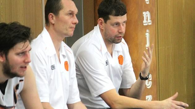 NOVOJIČÍNSKÉ TRENÉRSKÉ DUO David Hájek a Martin Zdražil (zprava) se bude snažit připravit tým co nejlépe na druhou polovinu nadstavbové části.