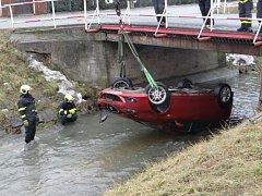 Zásah hasičů u dopravní nehody ve Velkých Albrechticích.