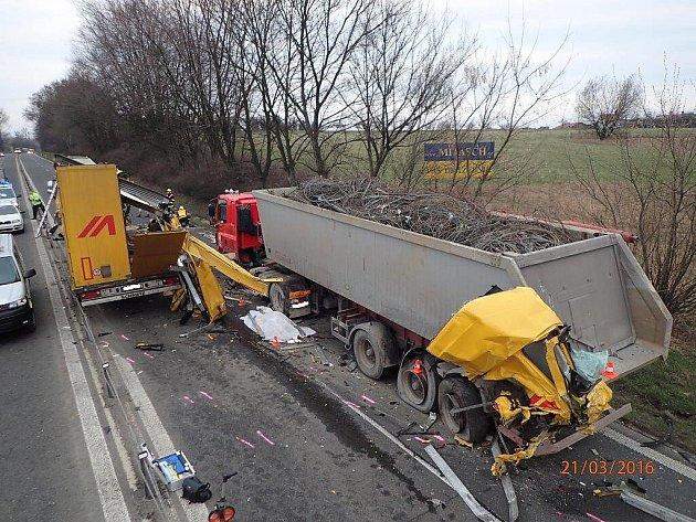 Tragická srážka dvou kamionů.