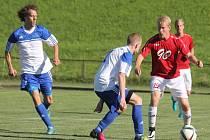 Fotbalisté Nového Jičína (v bílo-modrém)