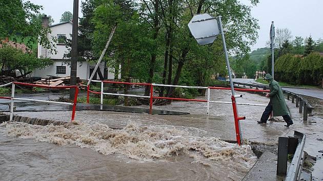Řeka Jičínka v Životicích u Nového Jičína v pondělí 17. května odpoledne.