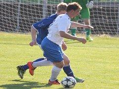 PETŘVALDSKÝ útočník Jiří Huvar se na první výhře v sezoně podílel dvěma góly.