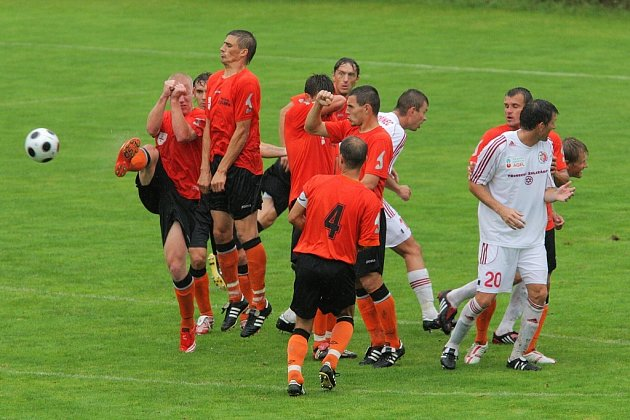Druholigoví fotbalisté Třinec porazili Fulnek 1:0.