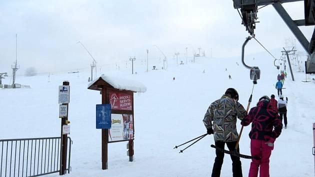 Nová zimní sezona se naplno rozjela nejen v horských střediscích, ale před pár dny také v areálu Heipark v Tošovicích, místní části Oder.