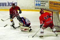 Hokejisté B týmu Nového Jičína odehráli utkání 15. kola krajské ligy mužů opět před vlastním publikem. Po nedělní výhře nad Kopřivnicí (4:3) tentokrát deklasovali Karvinou 7:3.